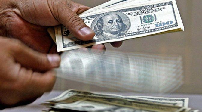 Analistas proyectan un dólar entre 17.94 y 20.15 pesos al cierre de 2020