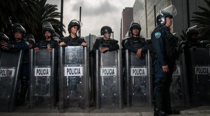 Se enfrentan mezcaleros y policías en Anillo Periférico sur
