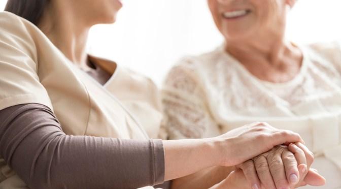 Adultos mayores experimentan mayor soledad durante el confinamiento sanitario