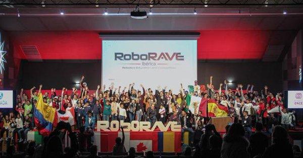 Mexicanos ganan oro en competencia de robótica en España