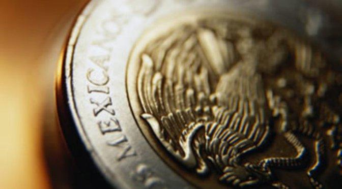 El peso mexicano cierra la sesión con una depreciación de 1.16% o 22 centavos