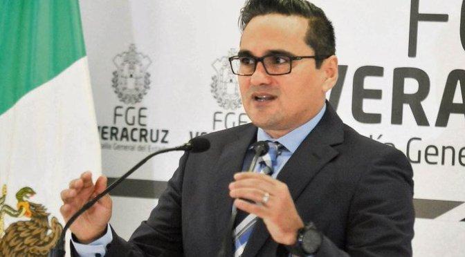Jorge Winckler calificó de ilegal su separación como fiscal de Veracruz y responsabilizó de su integridad y la de su familia a Cuitláhuac García Jiménez y a Andrés Manuel López Obrador