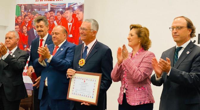 """La Cruz Roja Mexicana otorga la medalla """"Distinción Humanitaria"""" a Ricardo Salinas"""