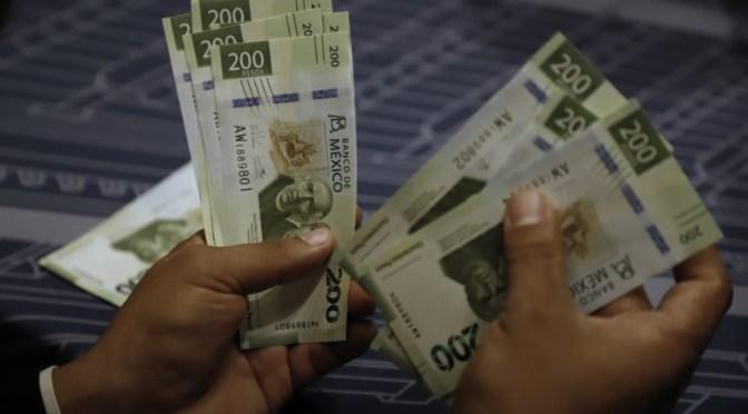 El peso cerró la sesión con una depreciación moderada de 0.11%, cotizando en 19.25 pesos por dólar