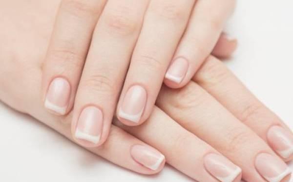 Los colores de las uñas reflejan padecimientos de salud: experta