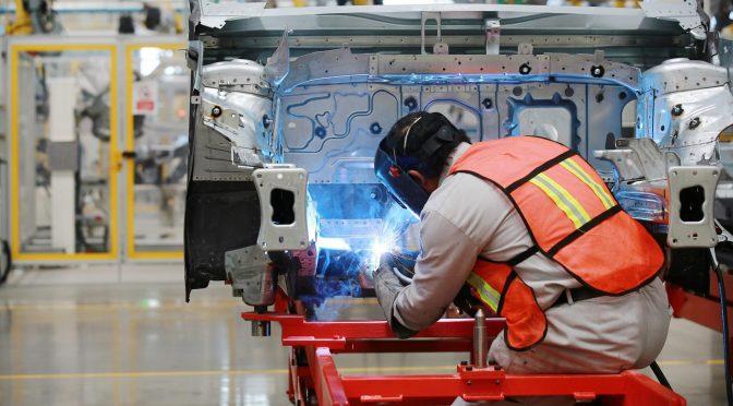 Se generan 123 mil empleos en febrero; cae 2.2% anual