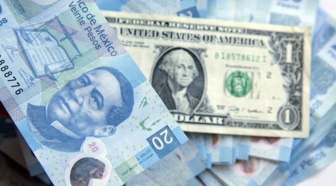 Peso pierde y cotiza en 21.86 ante fortaleza del dólar
