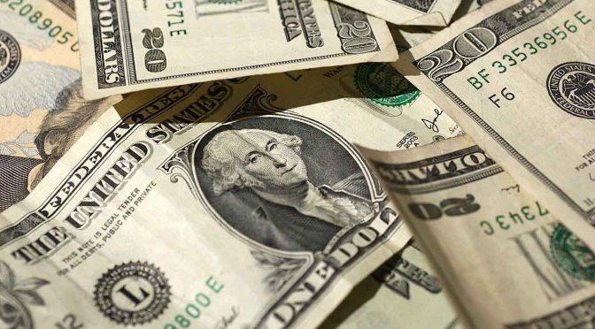 Dólar sube antes del cierre de trimestre