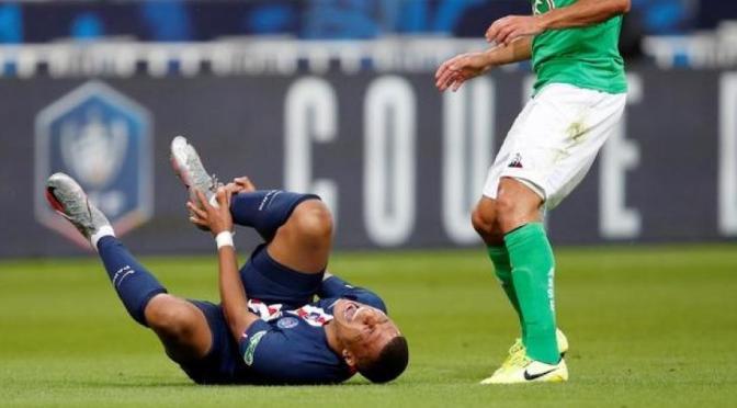 PSG dice que Mbappé sufrió esguince de tobillo grave en final de Copa Francia y es duda para la Champions