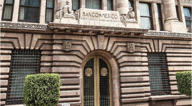 Banxico sorprende y deja sin cambios su tasa de interés