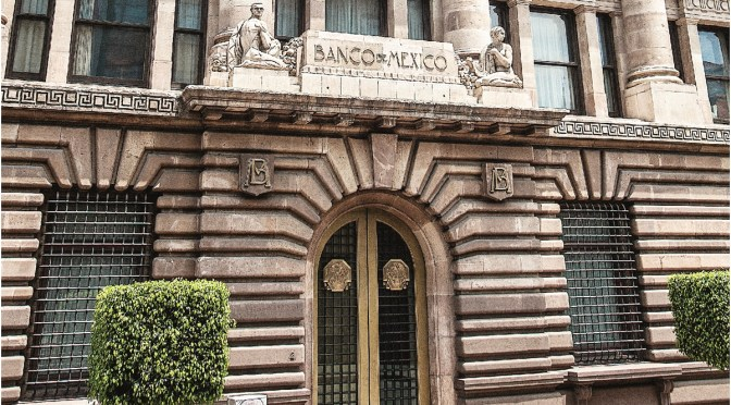 Banco de México advierte que persiste incertidumbre sobre recuperación economía pese a reaperturas