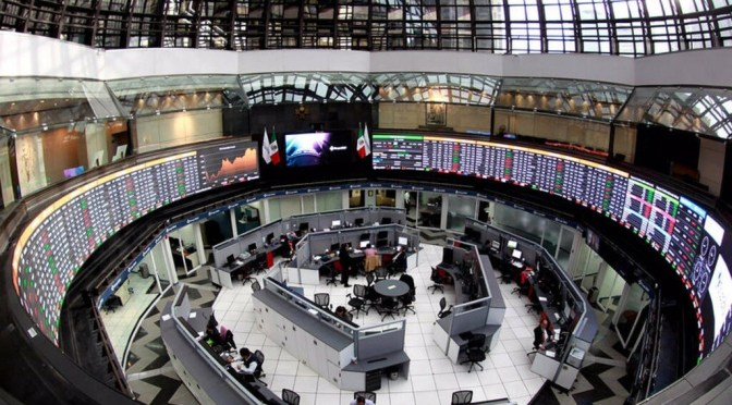 Peso mexicano y bolsa pierden tras débiles datos EEUU y tensiones con China