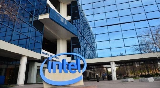Intel dice nueva tecnología de chip está retrasada en seis meses, acciones caen 6%