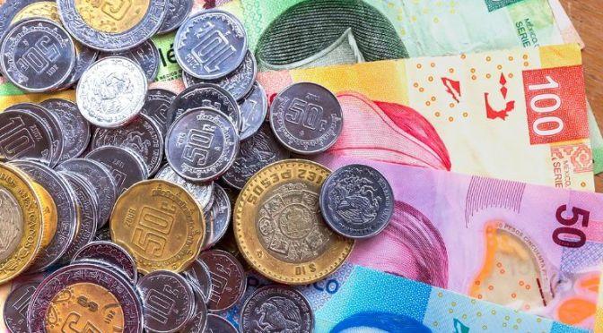 Peso avanza ante declive global del dólar, bolsa sube atenta a reportes