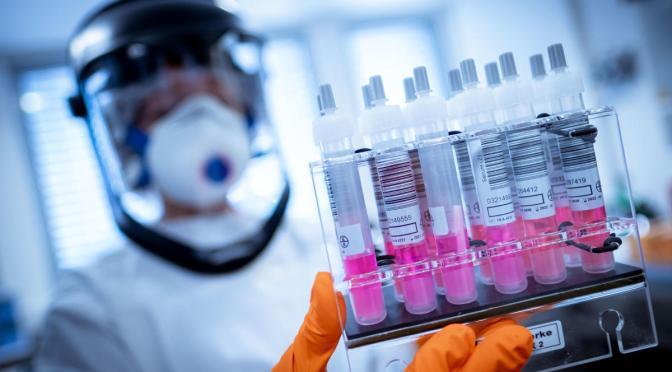 Firma china SinoVac comienza la fase final del ensayo de su vacuna para COVID-19