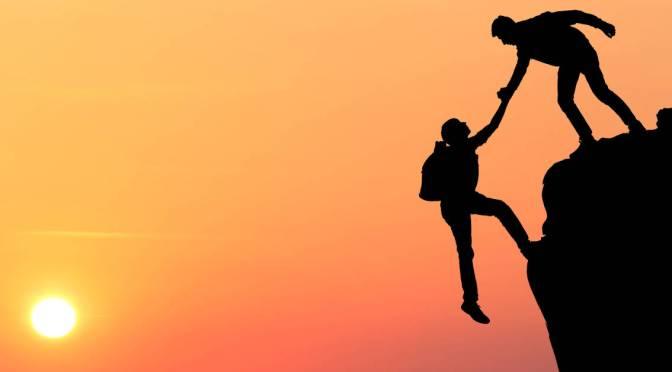La sobre confianza y su efecto en la formación de opinión y las decisiones