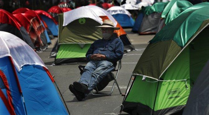 AMLO dice que los manifestantes pueden acampar en el Zócalo