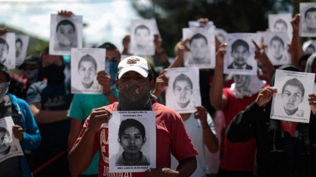 Militares mexicanos podrían ser detenidos por la desaparición de 43 estudiantes: fuentes