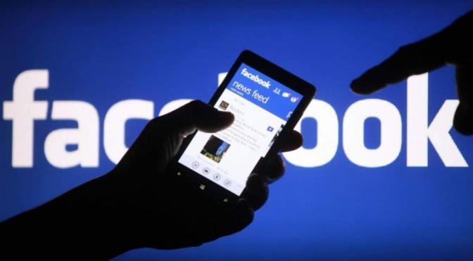 Acusan a Facebook de supuestamente espiar a usuarios de Instagram a través de cámaras