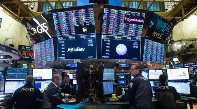 Wall Street abre con baja tras dato pedidos subsidio por desempleo EEUU