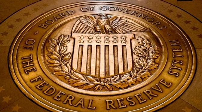 """Adversidades por pandemia harán necesarios más estímulos de Fed en """"próximos meses"""": Brainard"""