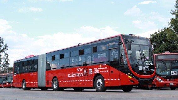 Primer Metrobús articulado 100% eléctrico entra en operación en la CDMX