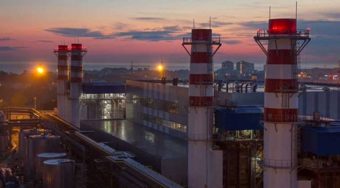 Greenpeace lo hace de nuevo: obtiene suspensión contra plan sectorial de Energía