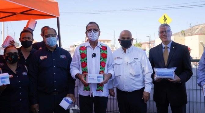 Inicia Mario Escobedo campaña para uso de cubrebocas entre choferes de Baja California