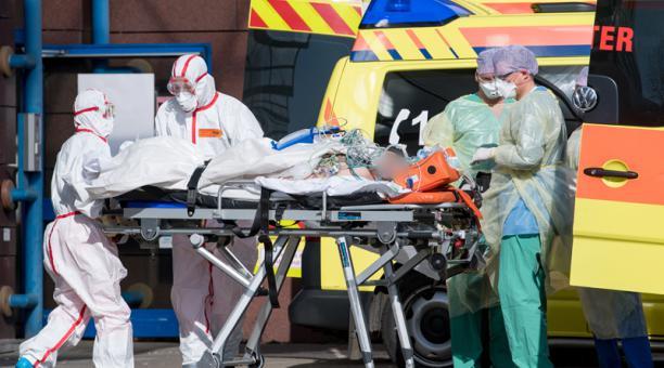 Alemania reporta más de 1,000 muertes diarias por COVID-19