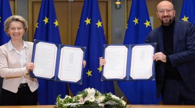 UE y Gran Bretaña firman acuerdo comercial post-Brexit
