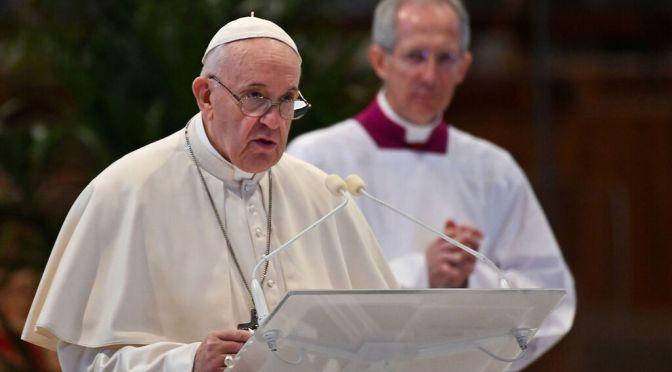Papa Francisco pide ayudar a los desamparados