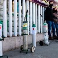 Aumento excesivo en el costo de los tanques de oxígeno agrega agonía adicional a la pandemia en México