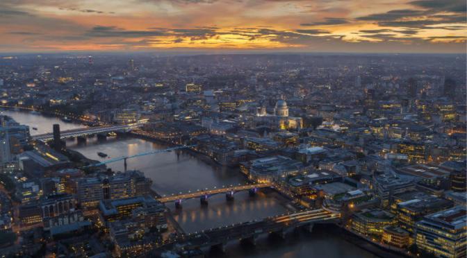 Grupo de inversores británicos respaldan el voto climático obligatorio