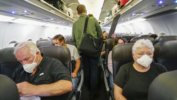 Estados Unidos impone uso de mascarilla en vuelos y transporte público