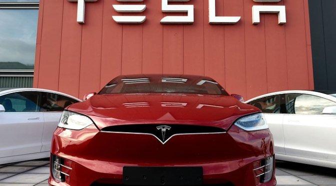 Tesla anuncia que produjo más de 500 mil autos en 2020