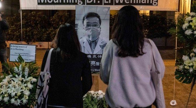 Los residentes de Wuhan recuerdan al médico que descubrió el coronavirus un año de su muerte