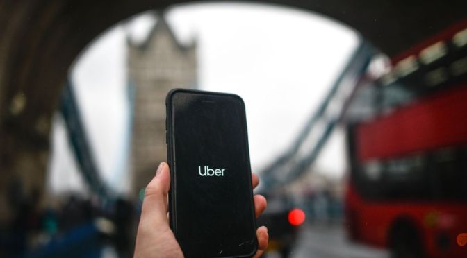 Corte británica reconoce derechos a los conductores de Uber