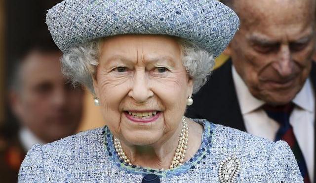 La vacuna es rápida, indolora y ayuda a otros: Reina Isabel
