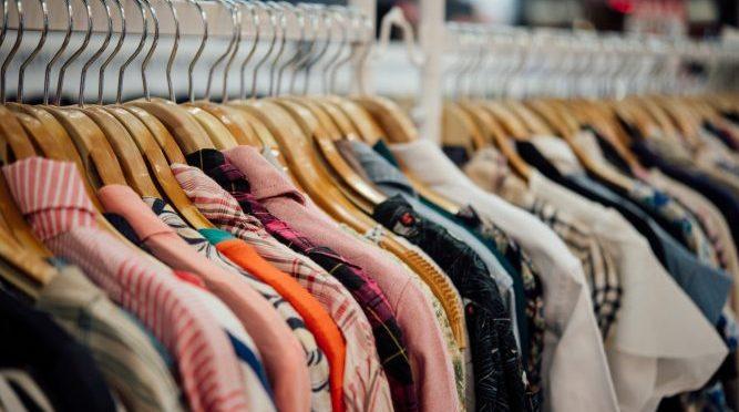 Minoristas de ropa reducen pedidos mientras las fábricas luchan por sobrevivir