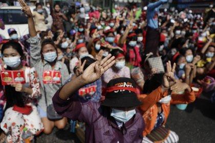 El miedo al pasado impulsa las protestas contra el golpe de estado en Myanmar