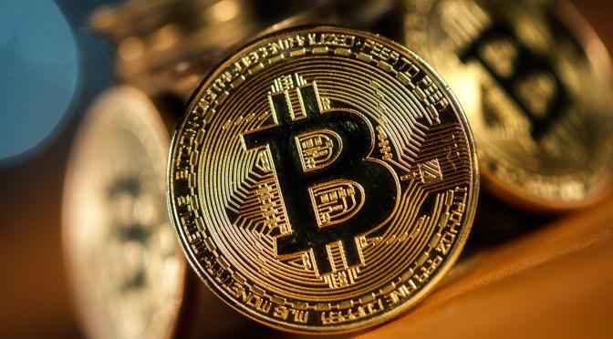 Bitcoin cae abruptamente desde máximos históricos