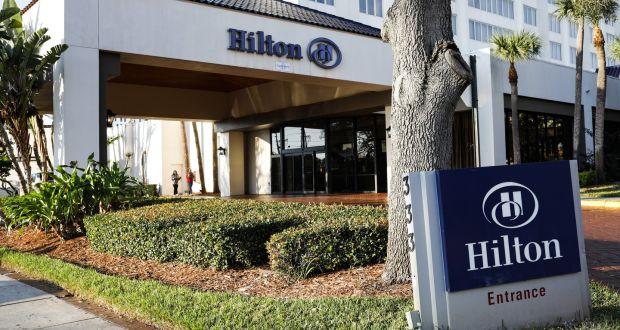 La cadena hotelera Hilton registra una pérdida sorpresa ya que los casos de COVID-19 afectan las reservas