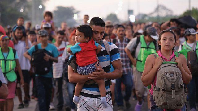 Estados Unidos colocará a algunas familias migrantes en hoteles alejados de los centros de detención