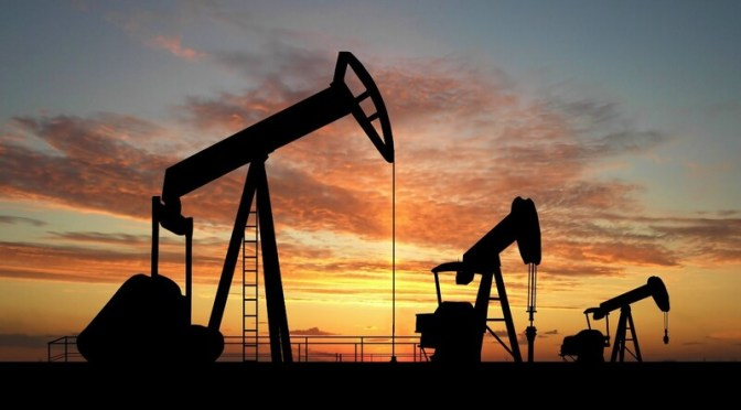 Precios del petróleo caen 3 dólares debido a que las preocupaciones por la demanda