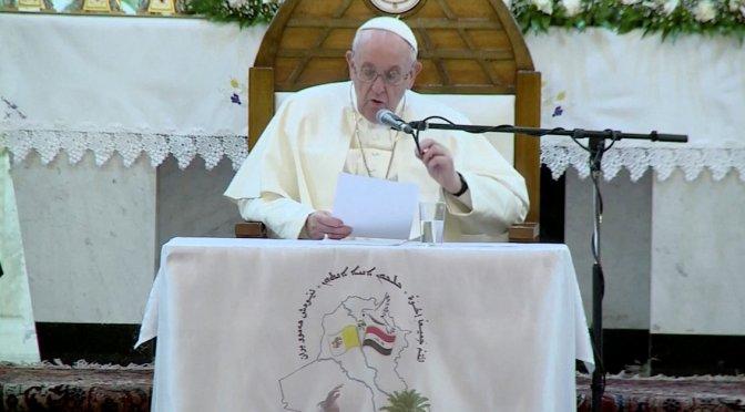 Papa Francisco oficia misa en la catedral caldea de Bagdad