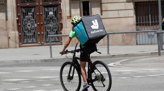 Acciones de Deliveroo cayeron 30% en su debut en la bolsa de Londres