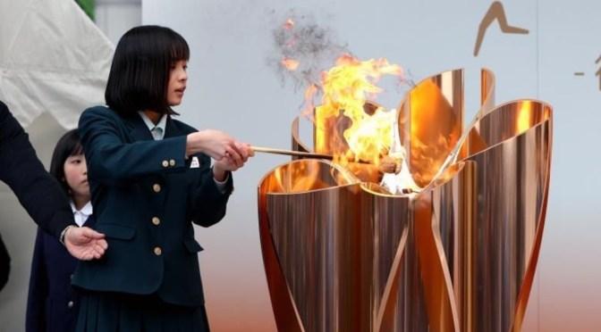 Antorcha olímpica recorre Osaka en pleno aumento de casos de Covid-19