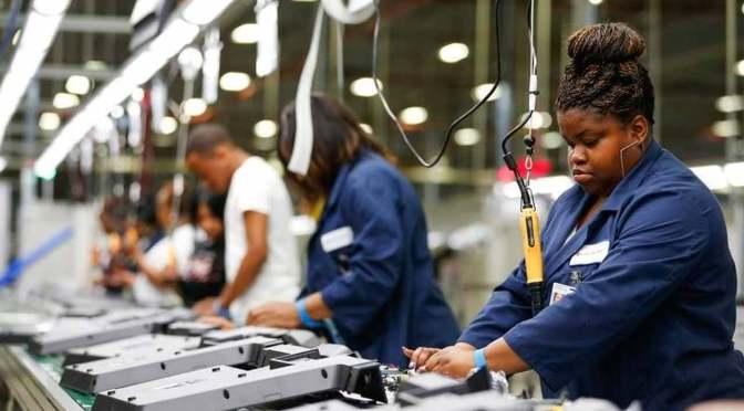 El índice del sector manufacturero de Estados Unidos sube a su máximo de 37 años en marzo