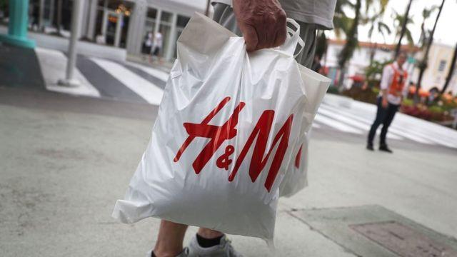 China dice que H&M cambió sus políticas de trabajo en línea después de críticas