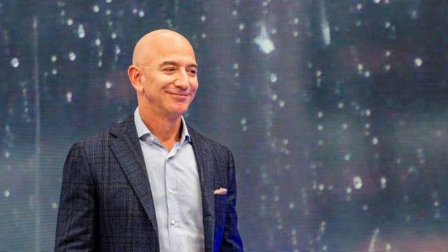 Bezos dice que Amazon necesita hacerlo mejor para los empleados en su última carta como CEO